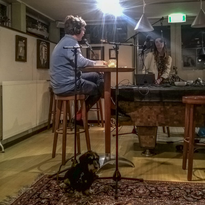 1812A - Showhond, Rampoefening Piet Hein tunnel en muziek van Milou Mignon