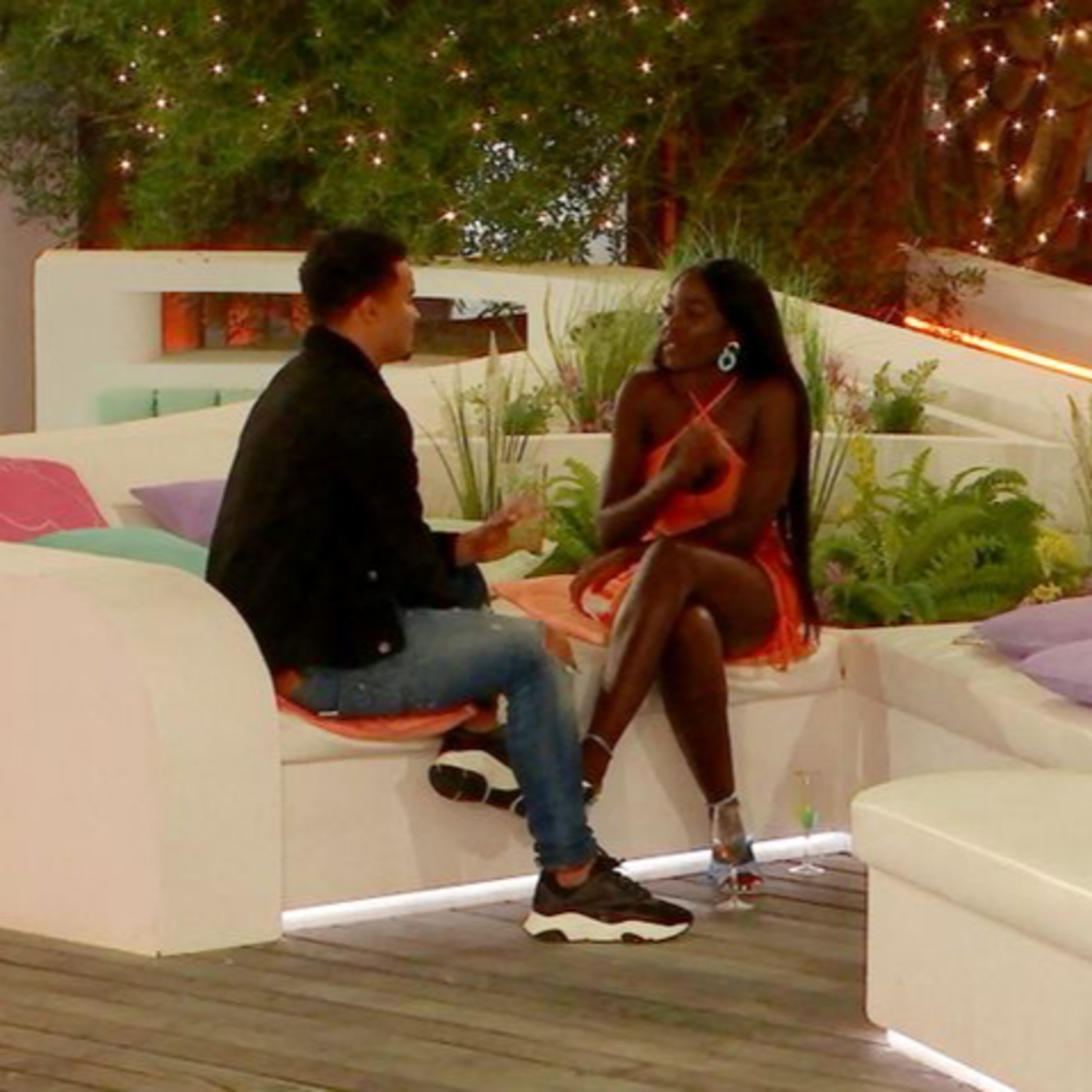 Love Island UK S7E20 - Toby and Kaz thrash it out