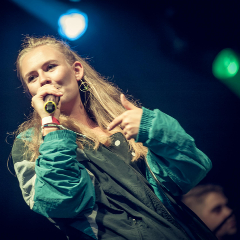 Cantora rap Nicool em concerto na Abadia de Neumünster.