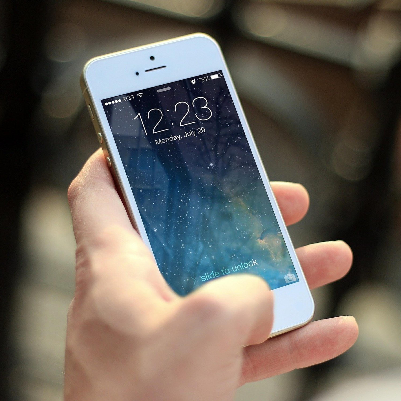 Aprenda os cuidados a serem tomados com o celular no carnaval