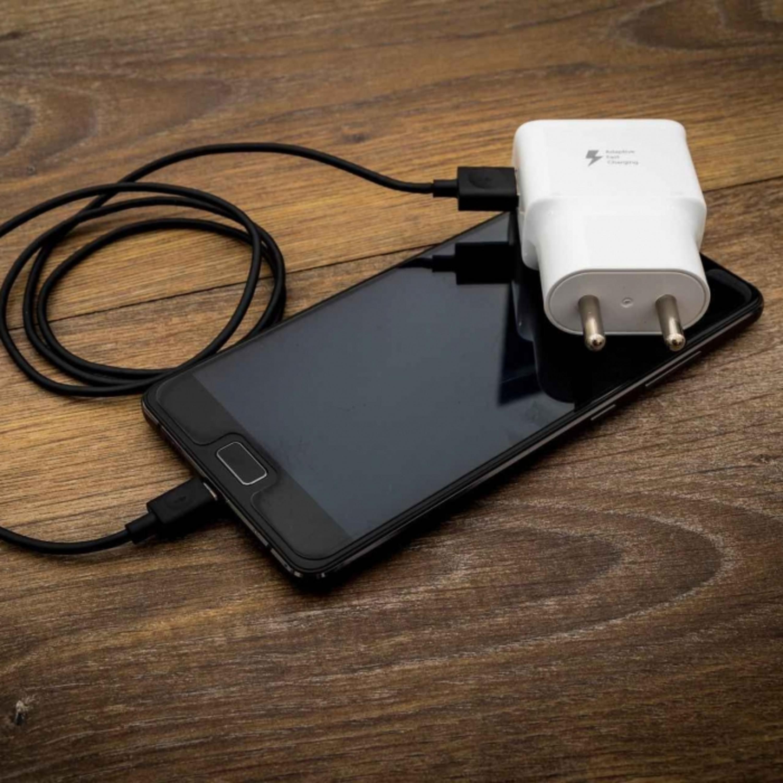 Saiba quais são os mitos e verdades sobre carregadores de celular