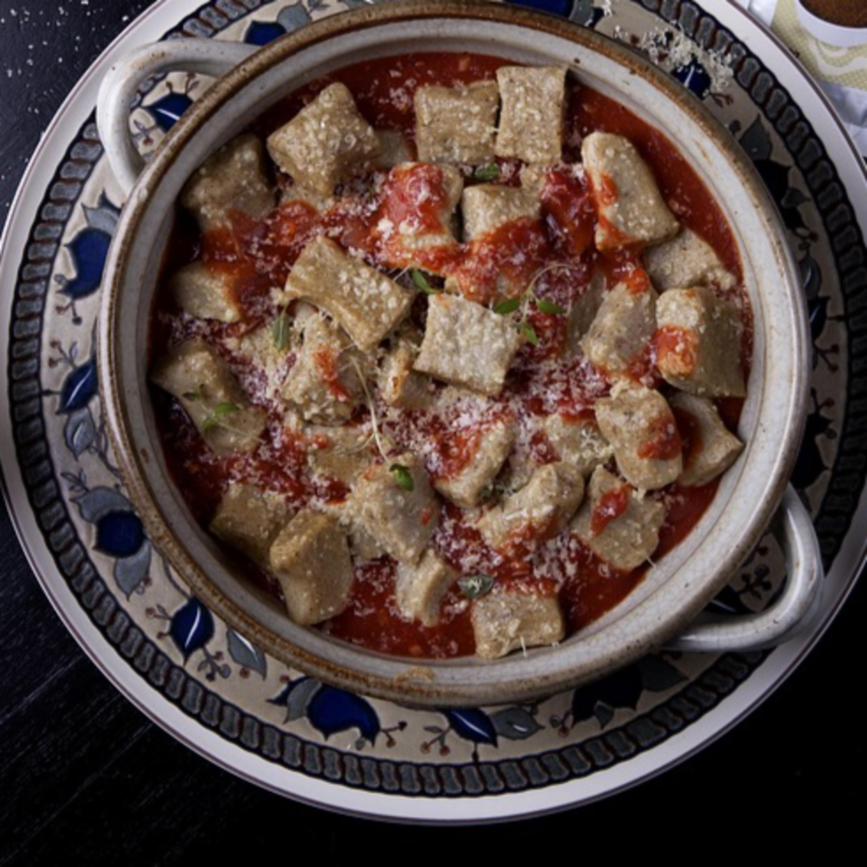 Nhoque com molho de tomates e fonduta de Prima Donna