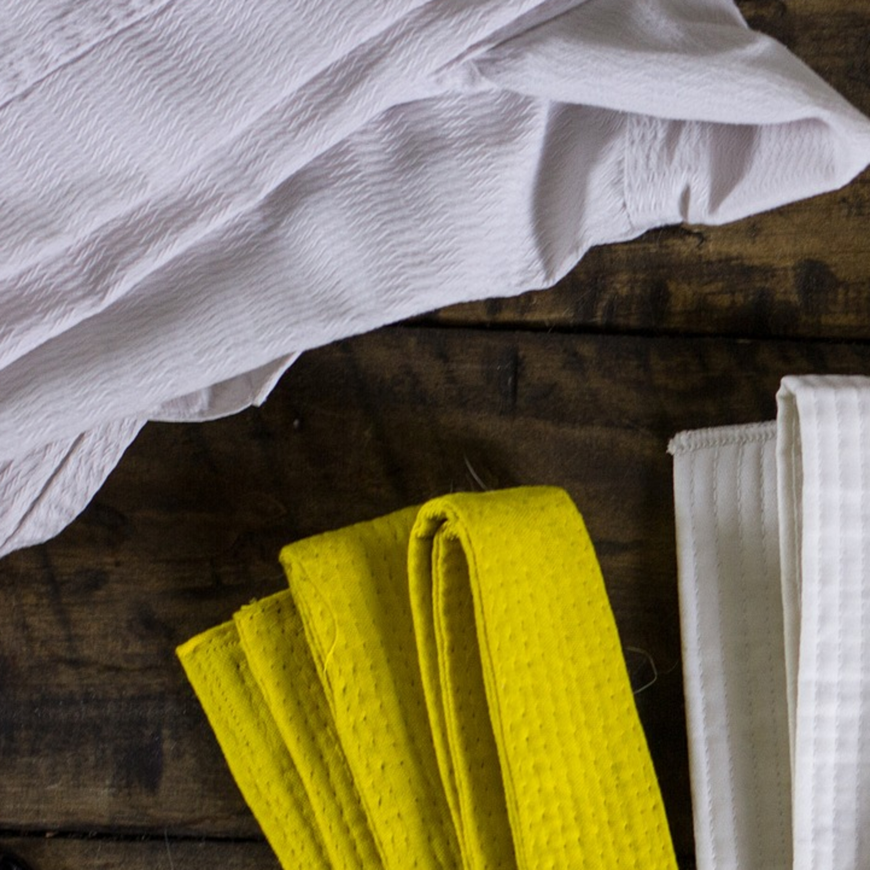 Como tirar cheio de suor dos kimonos dos esportistas