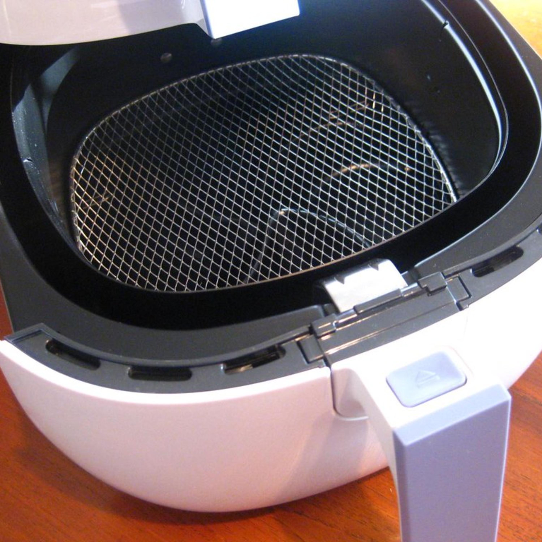 Como limpar a airfryer? Nossa comentarista Lucy Mizael soluciona!