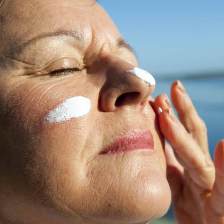 Aprenda a tirar mancha de protetor solar da roupa