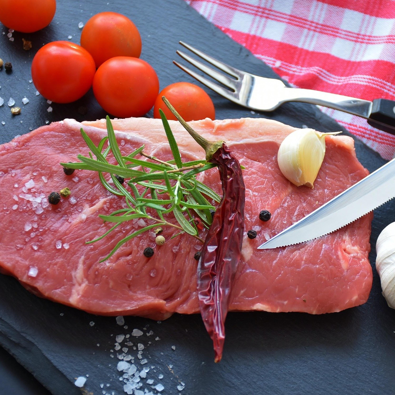Carne vermelha: compare os seus benefícios e malefícios