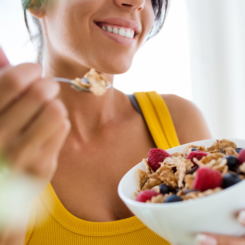 Alimentação é aliada na saúde mental: ajuda na produção do hormônio do humor, do sono e outros