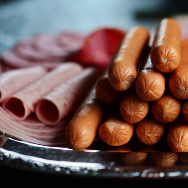 Comer embutidos, como mortadela e salsicha, faz mal à saúde?