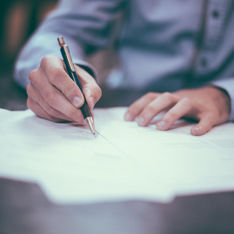Divorciei: Posso manter ou preciso retirar o sobrenome do cônjuge?