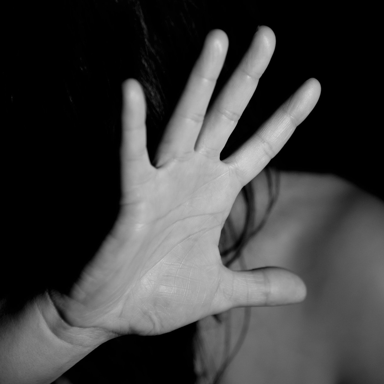 Em meio a isolamento, crescem casos de violência contra a mulher