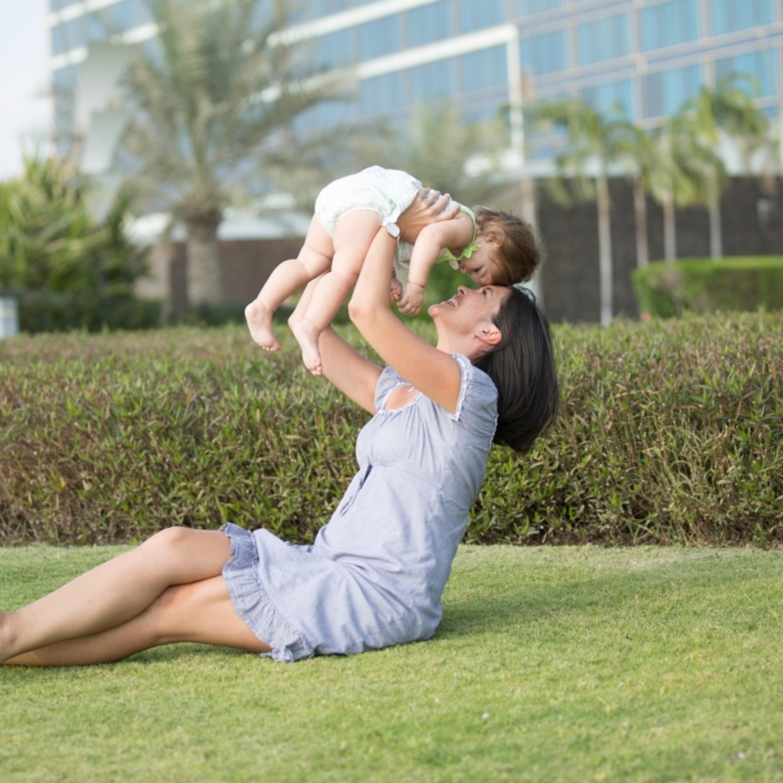 Espanha equipara licença-paternidade e maternidade; entenda