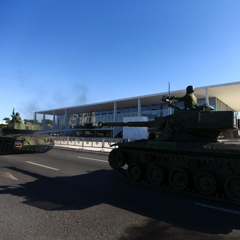 Entenda: polêmica sobre desfile de blindados chegou ao STF