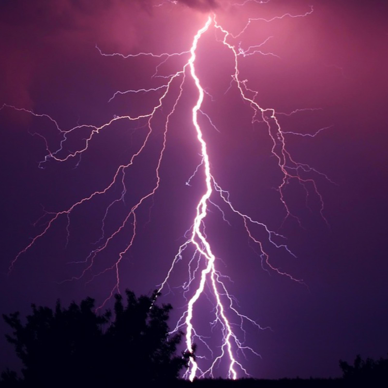 Tem medo de raios e trovões na tempestade? Saiba como neutralizá-lo