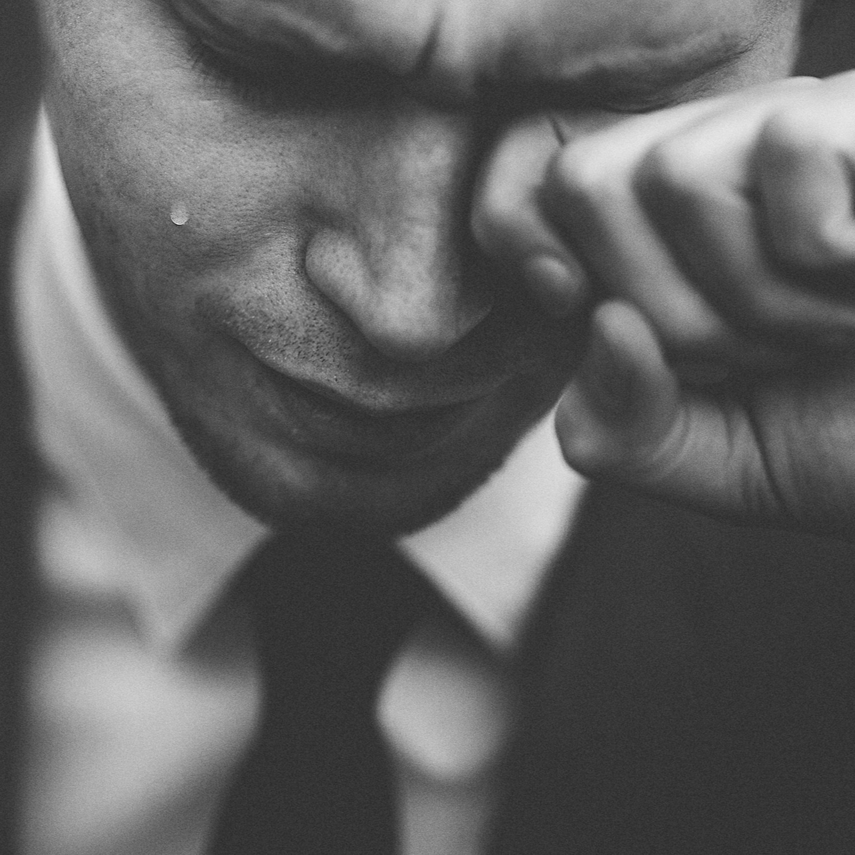 Chorar faz bem e é necessário para a saúde mental, explica psicóloga