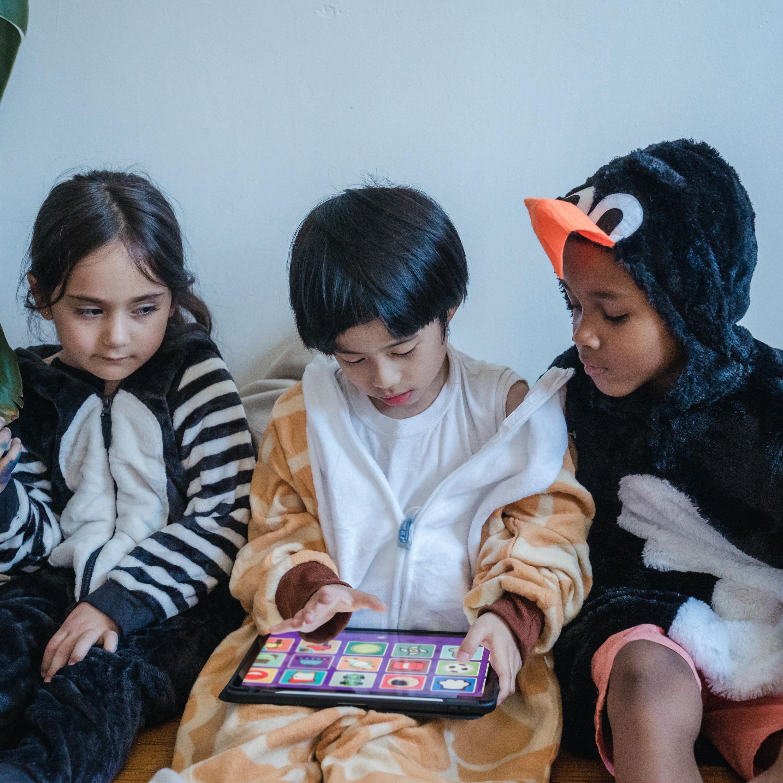Saúde mental: trocar a tela por pessoas para ajudar crianças e adolescentes