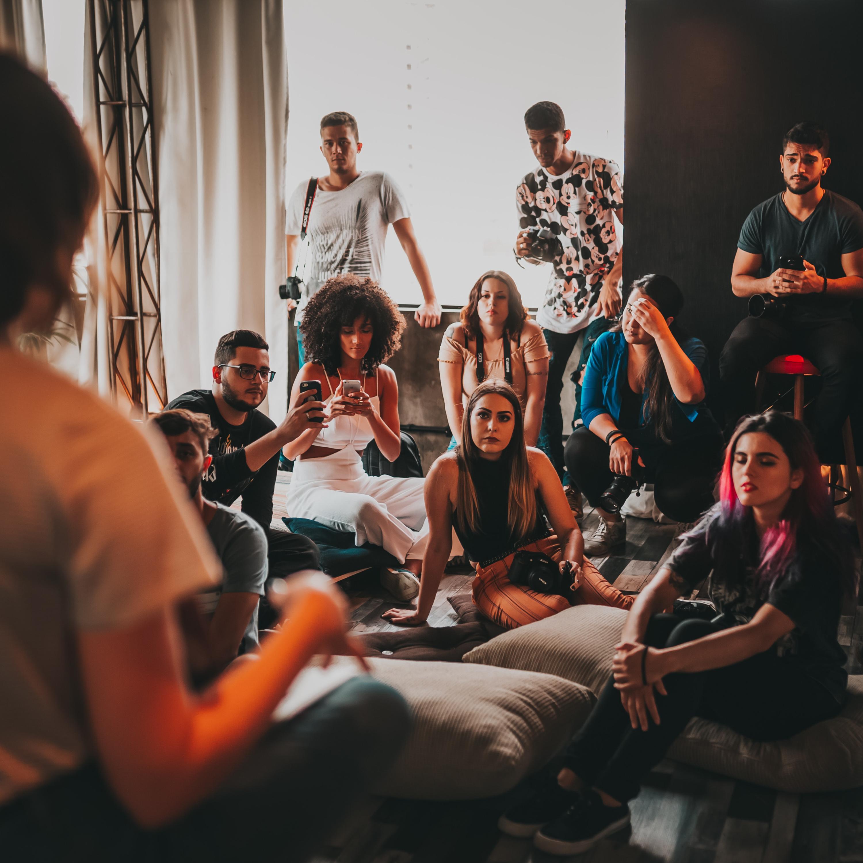 Como ser um bom ouvinte: você prefere ouvir histórias ou contá-las?