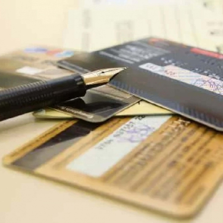 Entenda: em meio à crise, juro do cartão de crédito cai