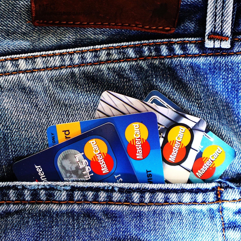 Saiba seu direito na cobrança de tarifa de banco e cartão de crédito