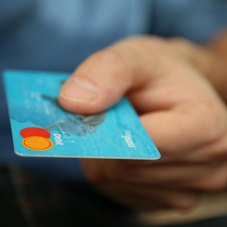 Golpe da troca do cartão: Justiça decide que banco deve indenizar vítima