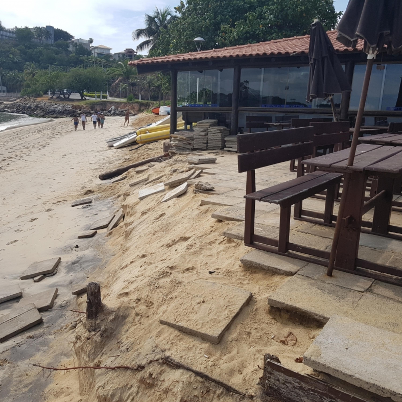 Curva da Jurema passa por obras de engordamento da faixa de areia