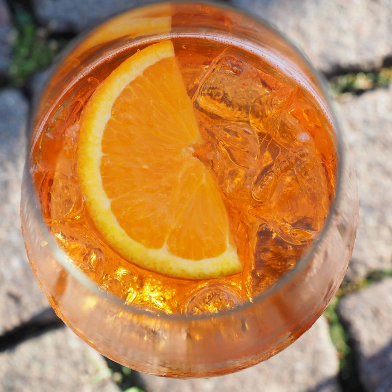 Para refrescar: aprenda a preparar drinks elaborados com vinho