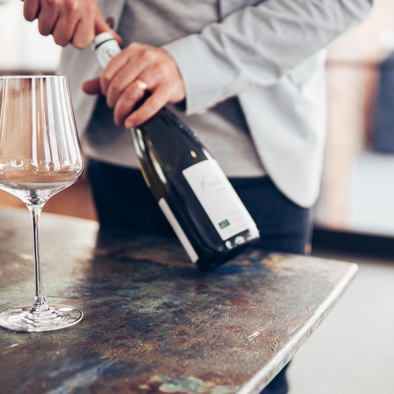 Rótulos, utensílios e livros do universo do vinho para presentear no Dia dos Pais