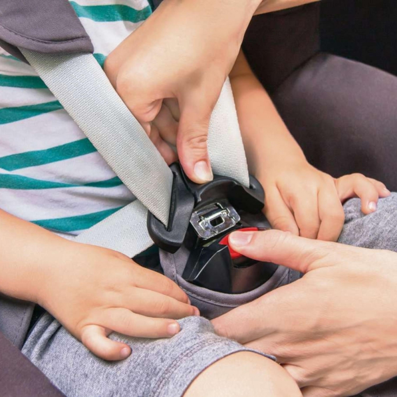 Saiba quando usar cadeirinha, bebê conforto e assento de elevação