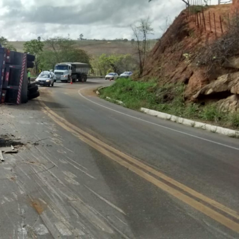 Segurança na estrada: caminhoneiros devem zelar por veículos menores