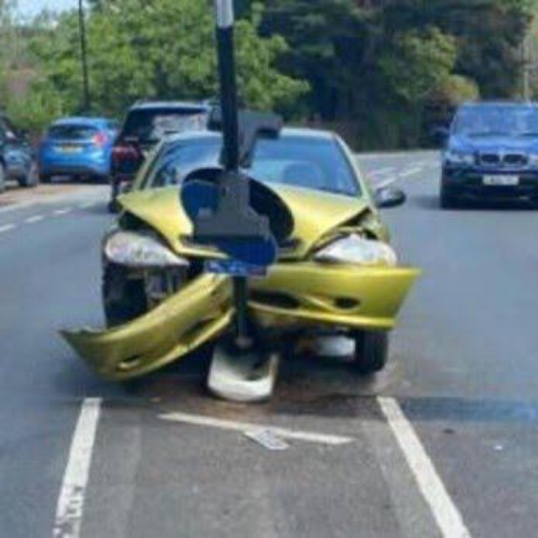Pequenos instantes de distração podem causar acidentes no trânsito
