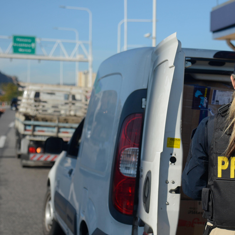 Multa por bafômetro, iluminação automotiva e CNH: PRF esclarece dúvidas
