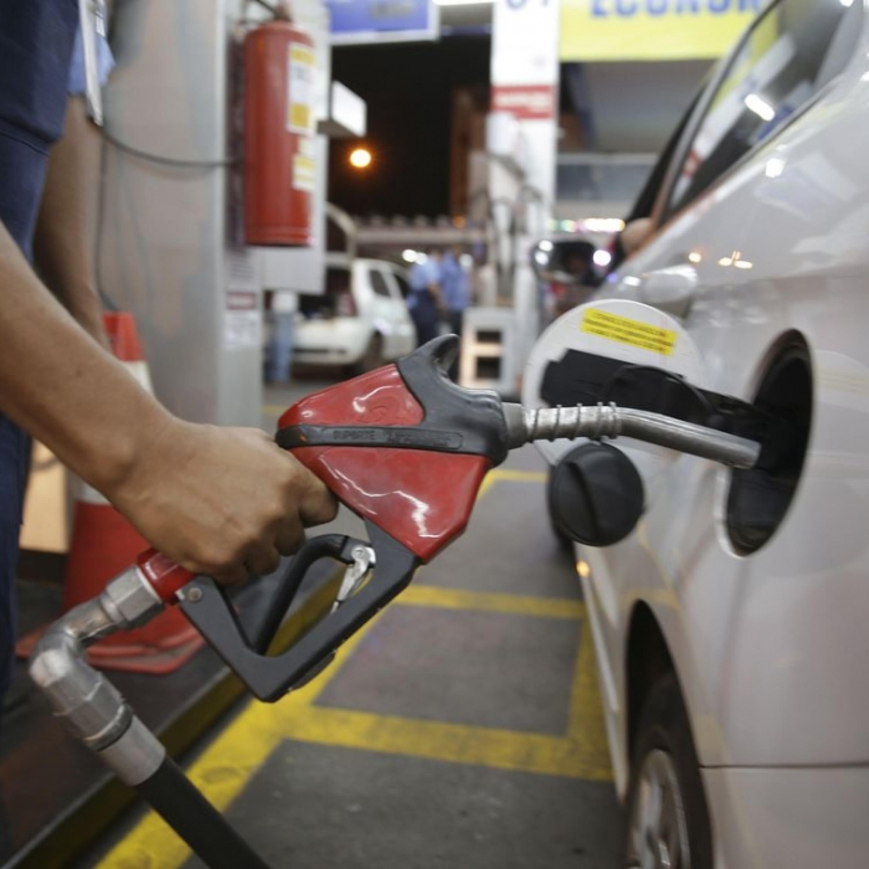 Abastecer o veículo com gasolina aditivada vale a pena?