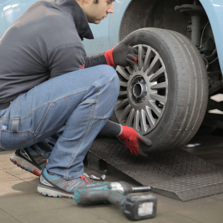 Troca de pneu: alguns erros comuns que você deve evitar nessa hora