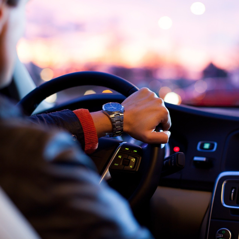 Dicas de como dirigir seu carro de forma mais econômica