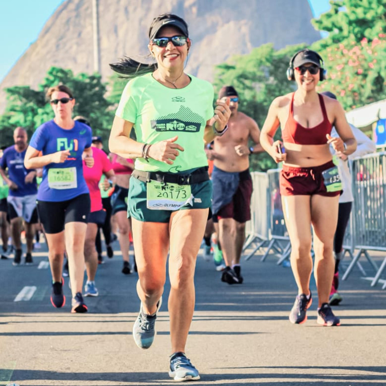 Pedagoga começa a correr para superar divórcio e já se prepara para fazer uma maratona