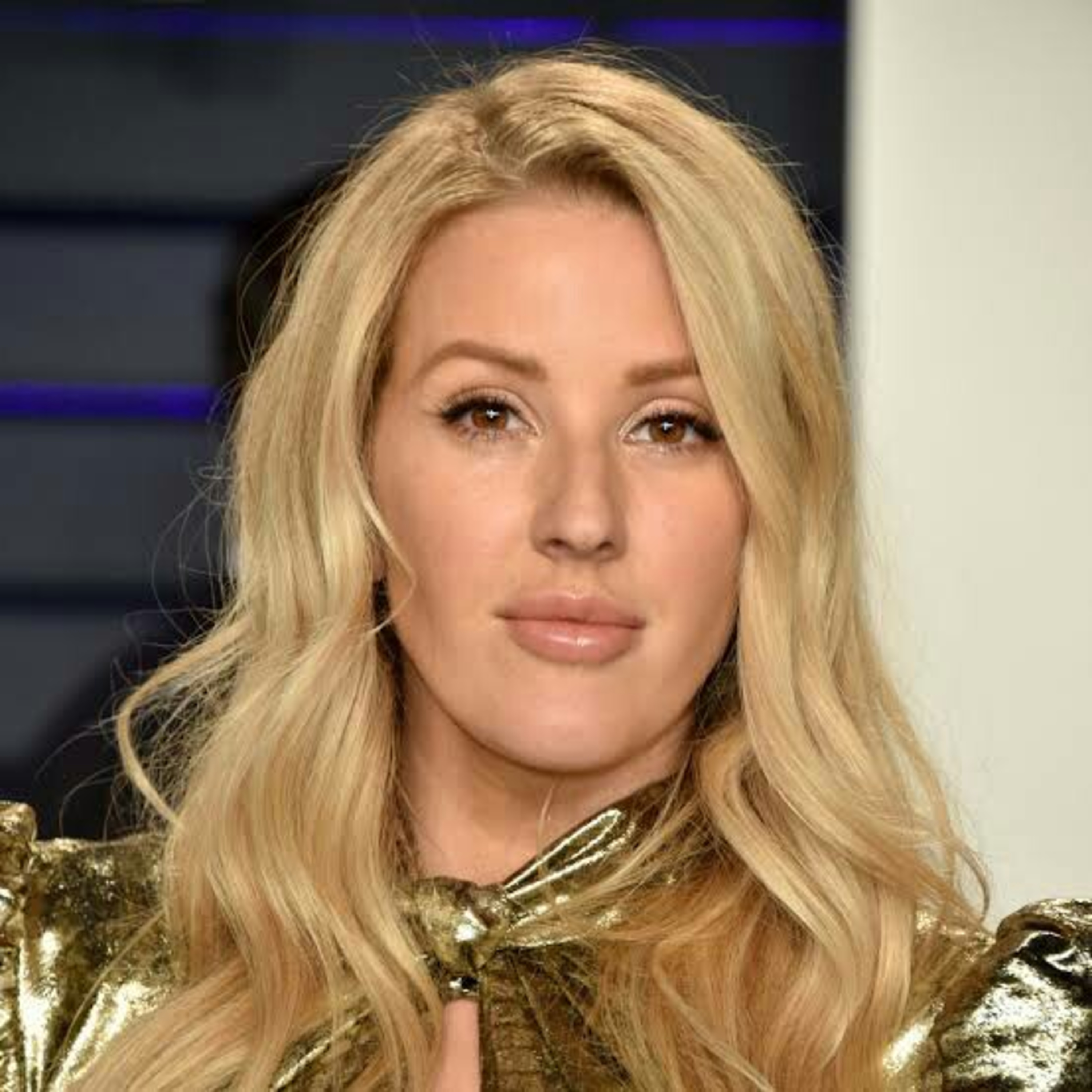 The title is love me like you do and is sing by Ellie Goulding.. Just you listen and enjoy.