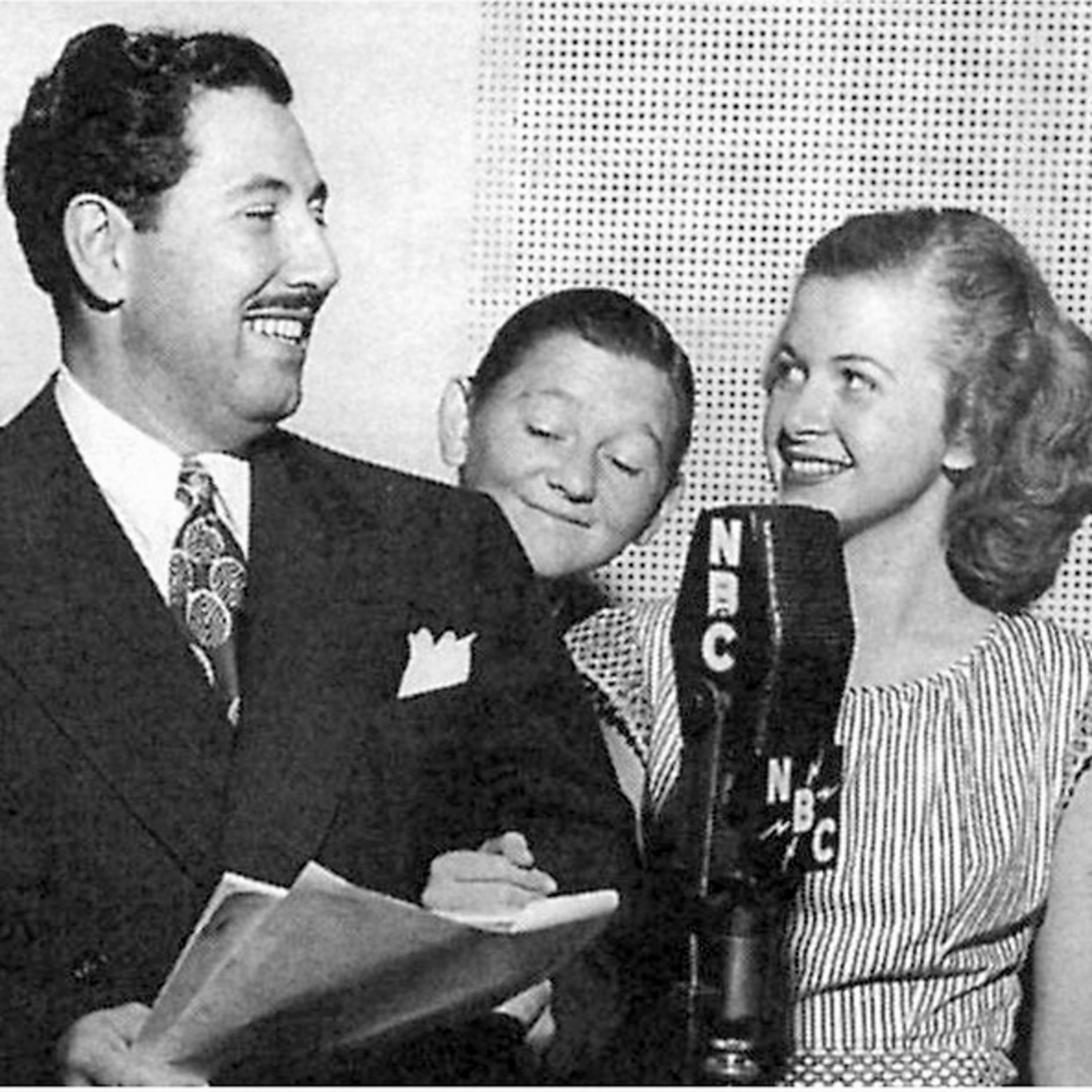 The Family Comedy Podcast - The Great Gildersleeve - Memorial Day Parade - New Neighbors - War Bond Drive
