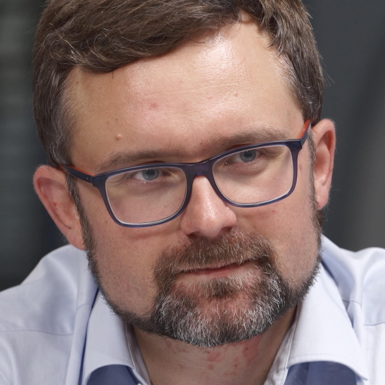 Babiš musí odstoupit, nebo prodat Agrofert, miliardy pro Česko jsou ohroženy, odcházení z jednání o dotacích je divadýlko, říká Peksa
