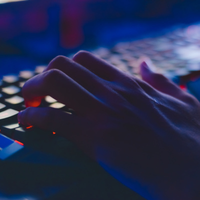 Na internet: os principais golpes direcionados aos adolescentes e como se proteger