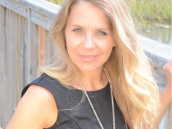 Last First Date Radio - The Number One Reason Strong Successful Women are Single with Lisa Schmidt